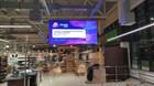 Светодиодный экран 3840х1920 с шагом пикселя 5, на потолочной конструкции, который был изготовлен специально для магазина.