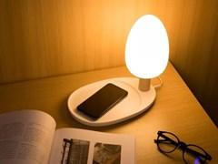 Гостиничная LED-лампас функцией беспроводной зарядки Qi